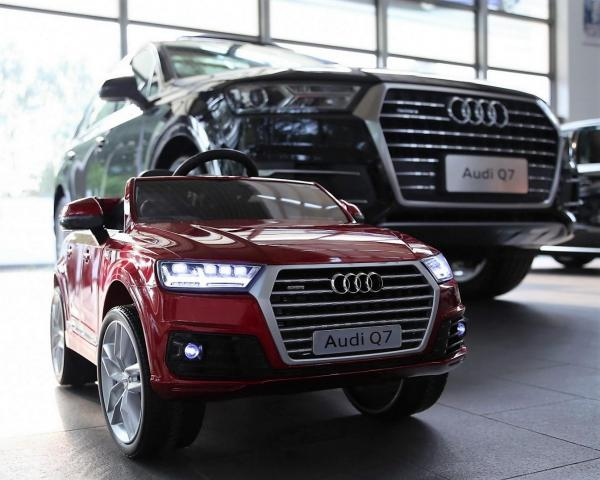 Kids Audi Q7 Licenced 12v Electric ride on car - Red-10850