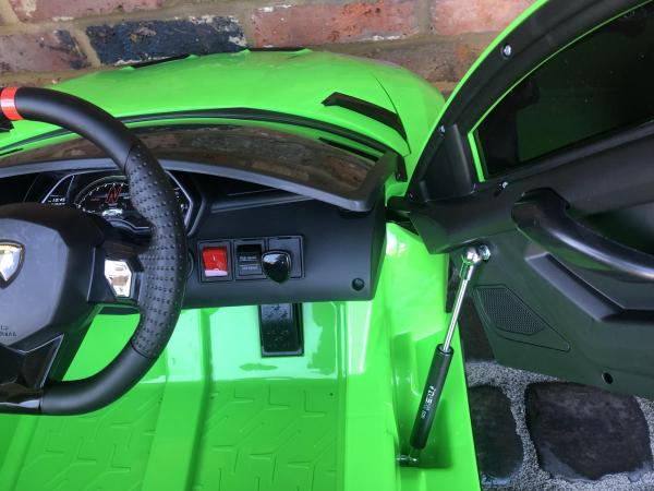 Kids Licensed Lamborghini Aventador SV Roadster 12V Battery Electric Ride on Car with Remote Control - Green-16546